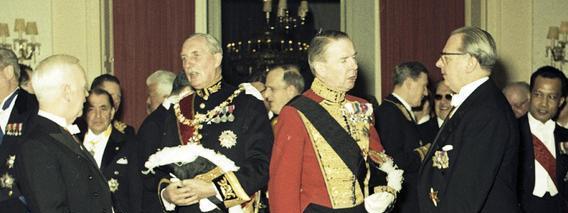 Diplomatic uniform